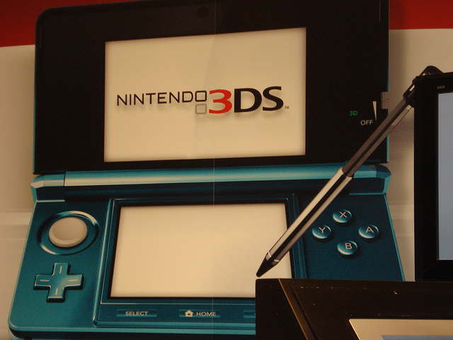 Nintendo 3DS hangs with XBox One in sales